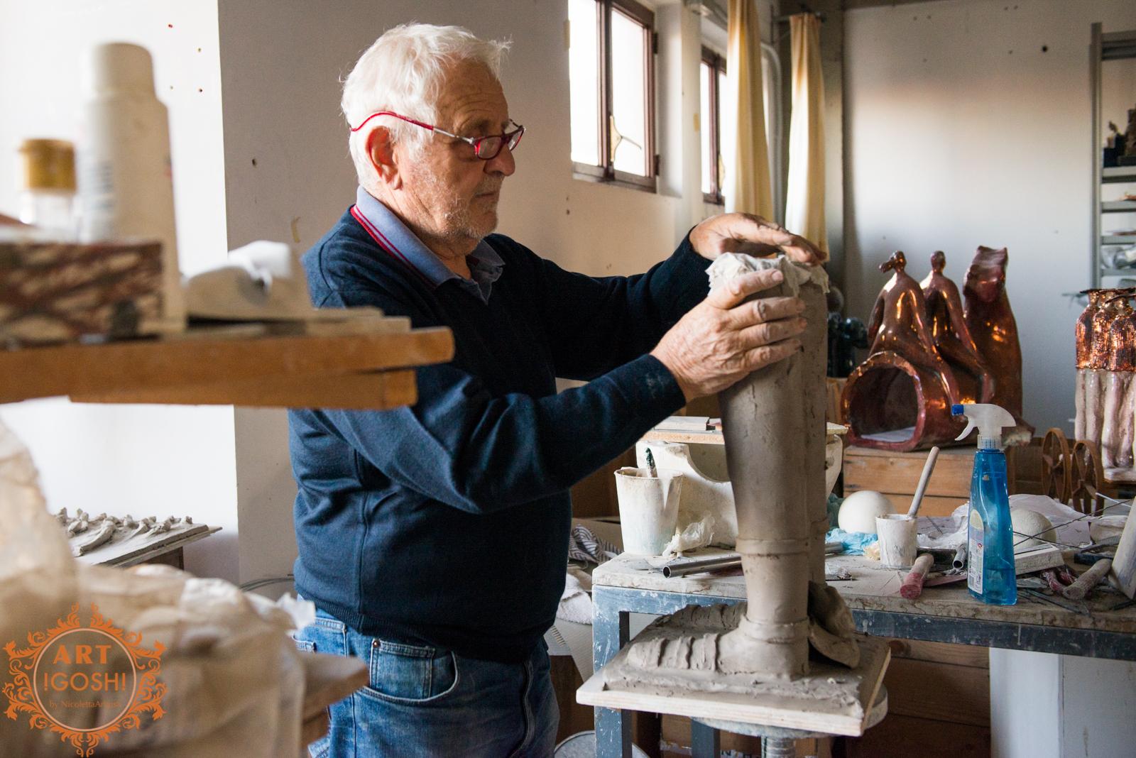 Paolo Staccioli nel suo laboratorio